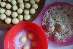 Zubereitung des Rezepts Knusprige Nusskugeln mit Schokoladencreme, schritt 2