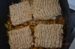 Zubereitung des Rezepts Chinesische Nudelpfanne mit Hähnchenfleisch in 15 Minuten zubereitet, schritt 2