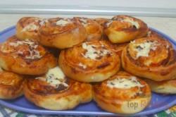 Zubereitung des Rezepts Pizza-Schnecken mit Hefeteig, die sehr schnell verputzt werden, schritt 9
