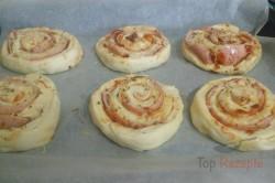 Zubereitung des Rezepts Pizza-Schnecken mit Hefeteig, die sehr schnell verputzt werden, schritt 7