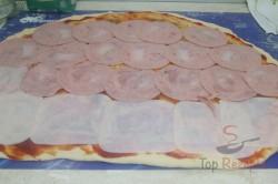 Zubereitung des Rezepts Pizza-Schnecken mit Hefeteig, die sehr schnell verputzt werden, schritt 4