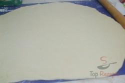 Zubereitung des Rezepts Pizza-Schnecken mit Hefeteig, die sehr schnell verputzt werden, schritt 2