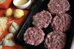 """Zubereitung des Rezepts Leckerer Hackfleisch-Auflauf für """"faule"""" Hausfrauen, schritt 1"""