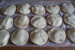Zubereitung des Rezepts Fantastische und megaschnelle Blätterteig-Blümchen mit Schinken und Käse, schritt 6