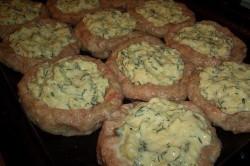 Zubereitung des Rezepts Hackfleisch-Nester mit Käse-Füllung aus dem Backofen, schritt 3