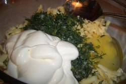 Zubereitung des Rezepts Hackfleisch-Nester mit Käse-Füllung aus dem Backofen, schritt 1