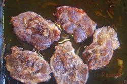 Zubereitung des Rezepts Schweinenacken mit Biersauce und Kartoffeln, schritt 4