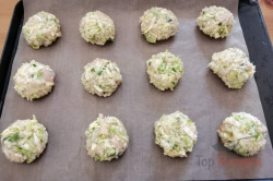 Zubereitung des Rezepts Sommerliche Frikadellen mit Hähnchenbrust, schritt 4