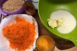 Zubereitung des Rezepts Der beste Möhren-Nuss-Gugelhupf, schritt 2