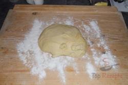 Zubereitung des Rezepts Hefeteig-Strudel mit Mohn- und Nussfüllung, schritt 7