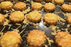 Zubereitung des Rezepts Der perfekte Ersatz für Kartoffelchips oder Käsestangen: leckeres Käse-Knabberzeug, schritt 6