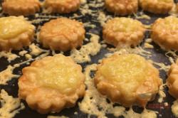 Zubereitung des Rezepts Der perfekte Ersatz für Kartoffelchips oder Käsestangen: leckeres Käse-Knabberzeug, schritt 7