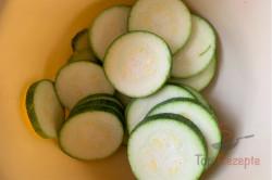 Zubereitung des Rezepts Die leckerste Zucchini der Saison im perfekten Teigmantel! Keine Beilage nötig, schritt 1